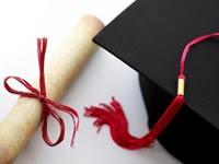 El Fondo Hispano de Becas - Información sobre becas - Diploma y gorro de graduación