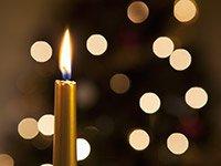 Vela con las luces de Navidad - Cómo sobrellevar el duelo en las fiestas de fin de año