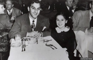 Marlo Thomas at dinner with her father Danny (Courtesy Marlo Thomas)