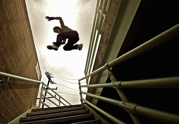 Hombre saltando entre edificios - Diez cosas nunca deben hacer de nuevo después de 50 años de edad