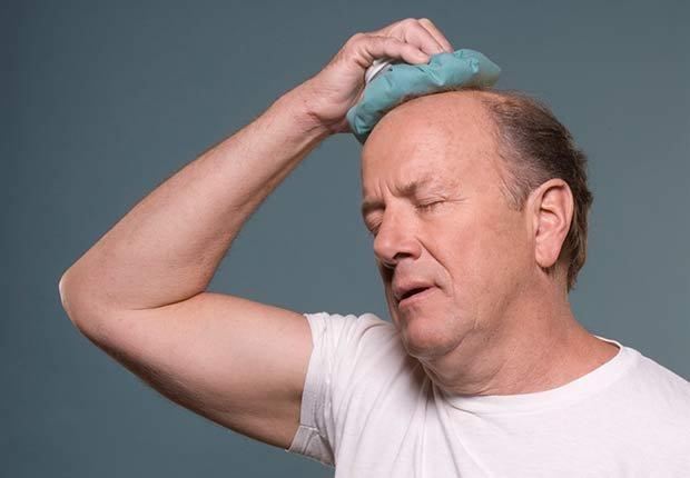Hombre con dolor de cabeza - Diez cosas nunca deben hacer de nuevo después de 50 años de edad
