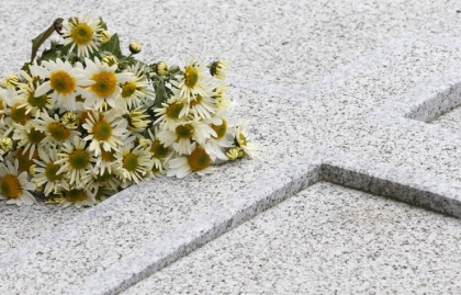 Enterrar a sus seres queridos en su país de origen
