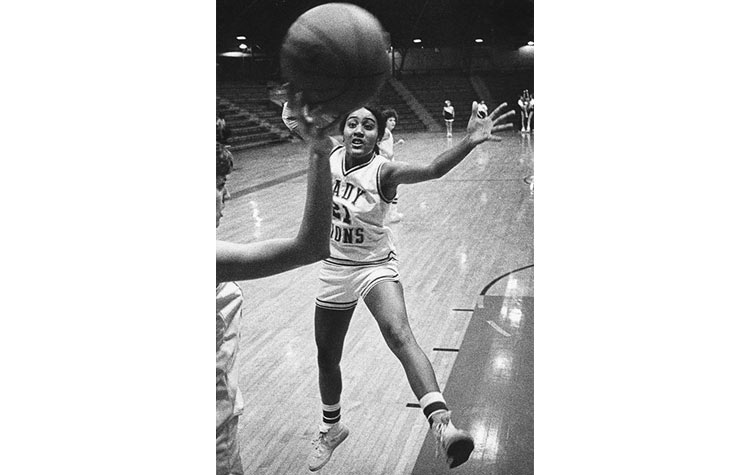 Robin Roberts playing basketball in college