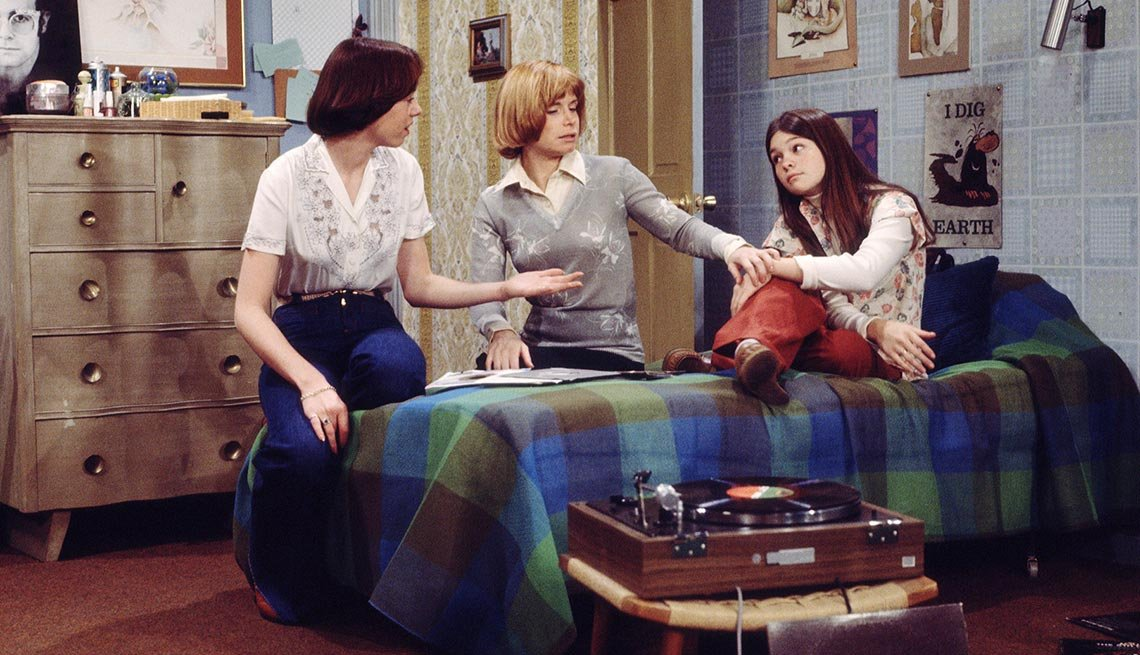 Mckenzie Phillips, Bonnie Franklin and Valerie Bertinelli in 'One Day at a Time'