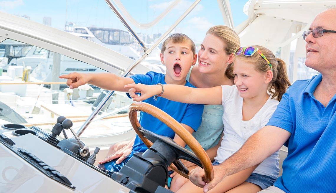 Familia en un bote - Guía para sobrevivir al verano