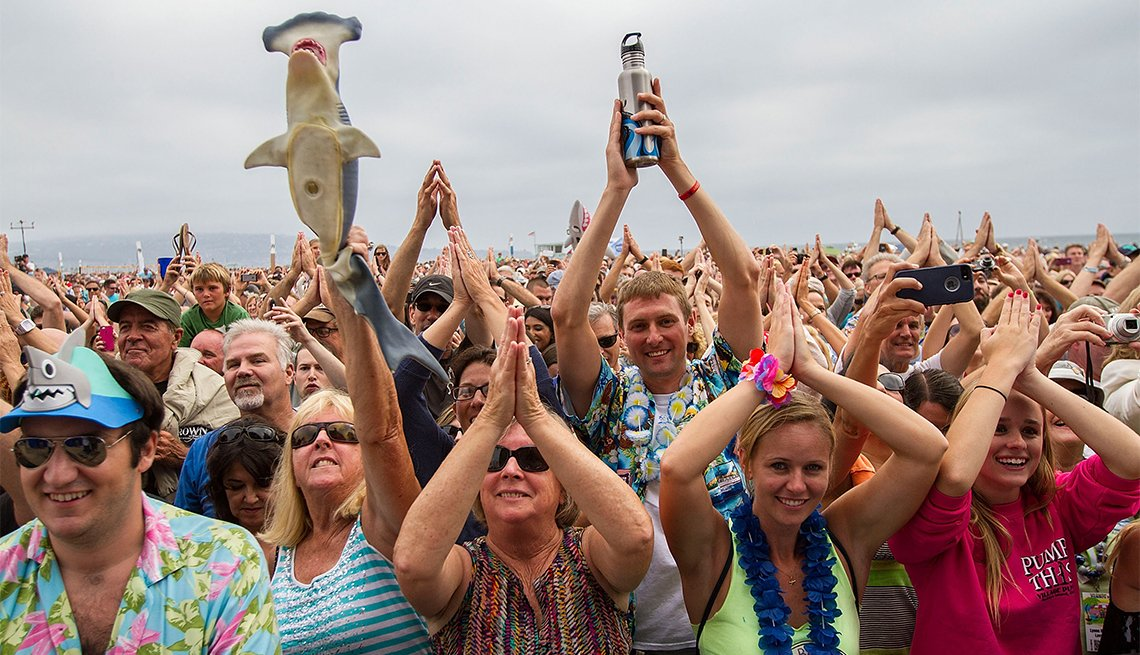 Fans of varying ages cheer Jimmy Buffett at FinFest