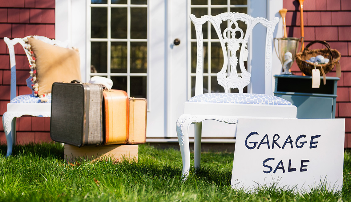 Best Household Items To Buy At A Garage Sale