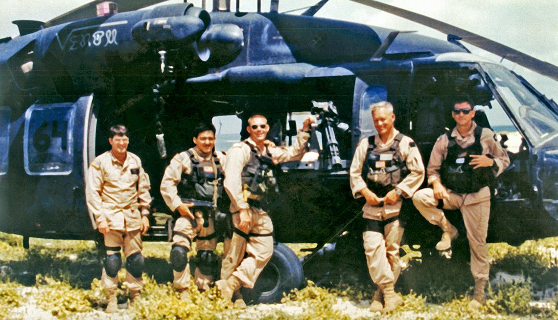 De izquierda a derecha: Winn Mahuron, Tommy Field, Bill Cleveland, Ray Frank y Mike Durant. En Somalia 1993.