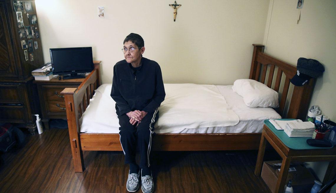 Marsha Wetzel fotografiada en su habitación de una residencia para ancianos en Illinois el 25 de enero del 2017.