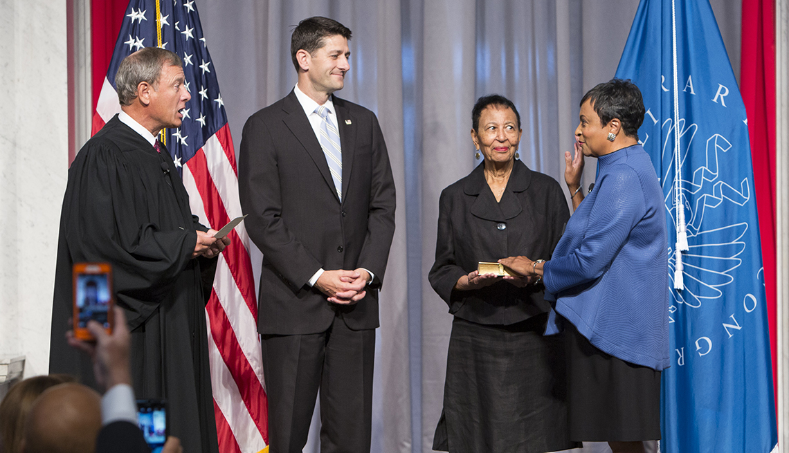 Carla Hayden being sworn in by John Roberts, with Paul Ryan and her mother