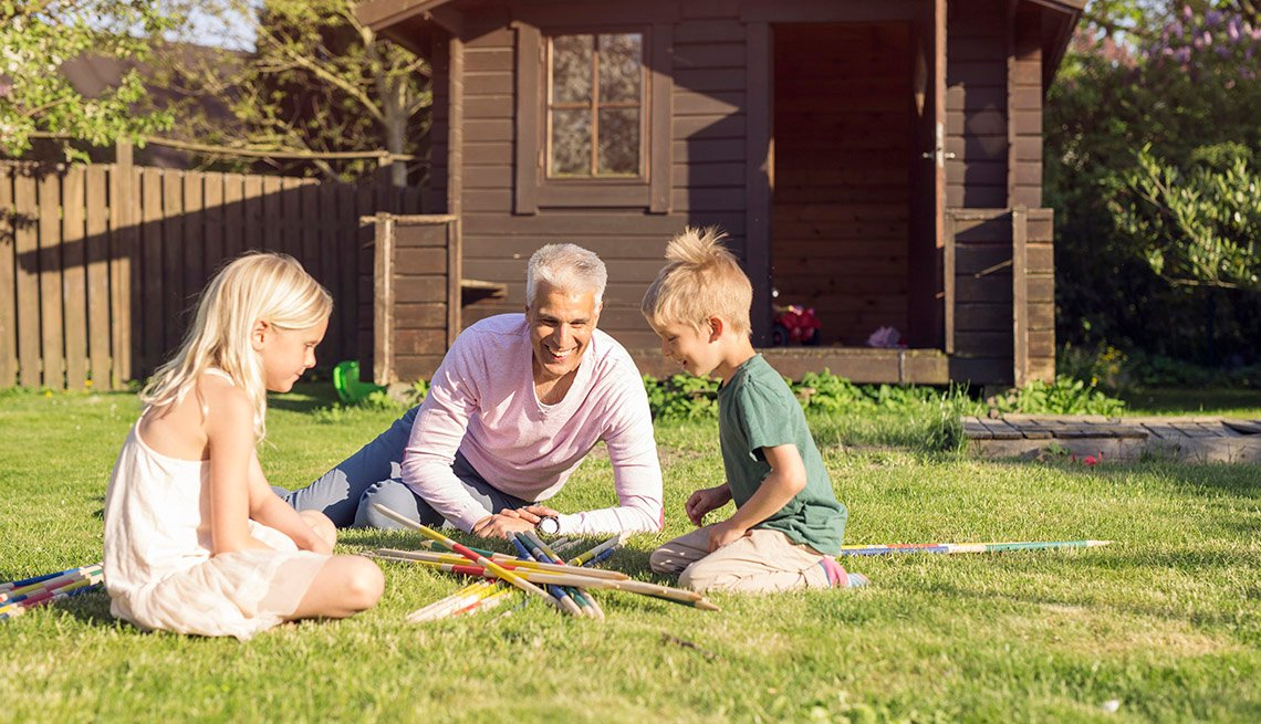 Grandad teaches grandkids how to play fun games outside
