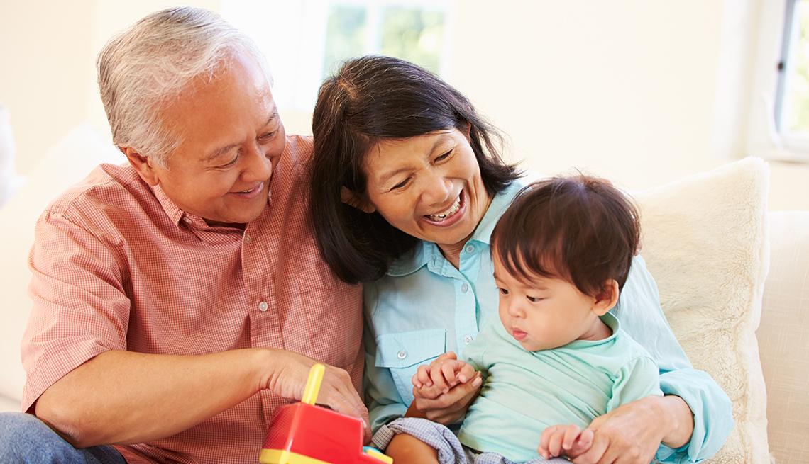 imagenes+de+bebes+jugando+con+sus+padres