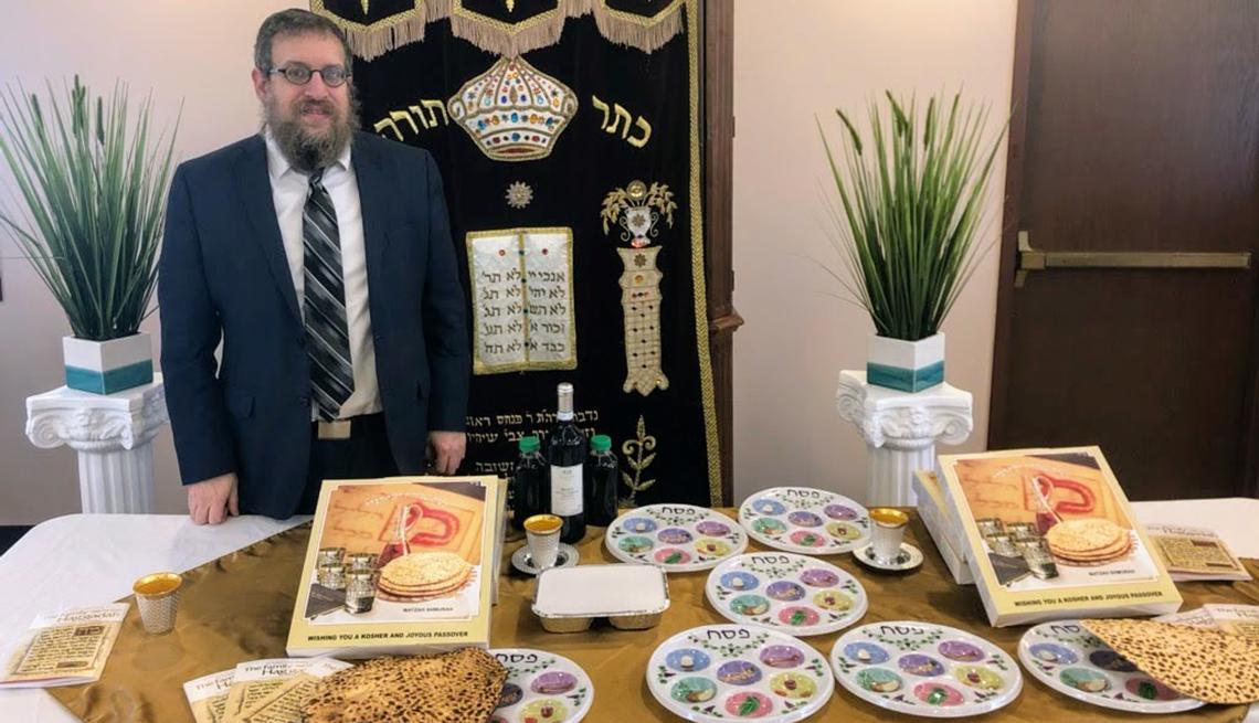 Rabbi Laizer Labkovski showing the contents of Seder in a Box