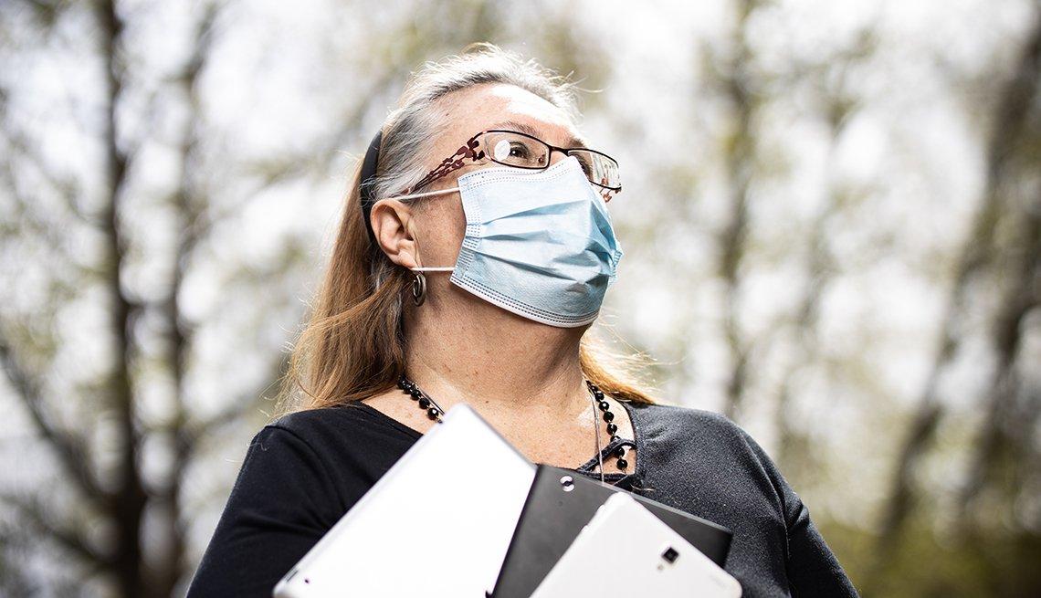 Teresa Jenna usa una mascarilla