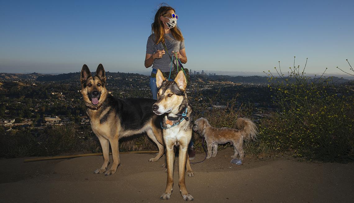 item 10 of Gallery image - Teresa Apollo junto a sus perros