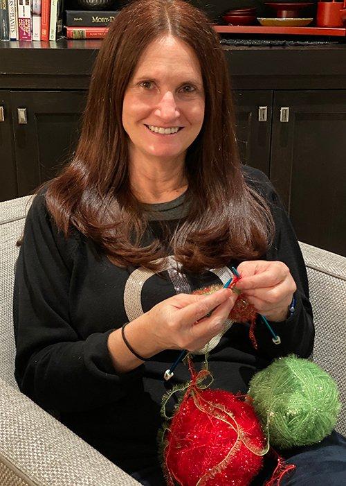 Linda Mueller knitting