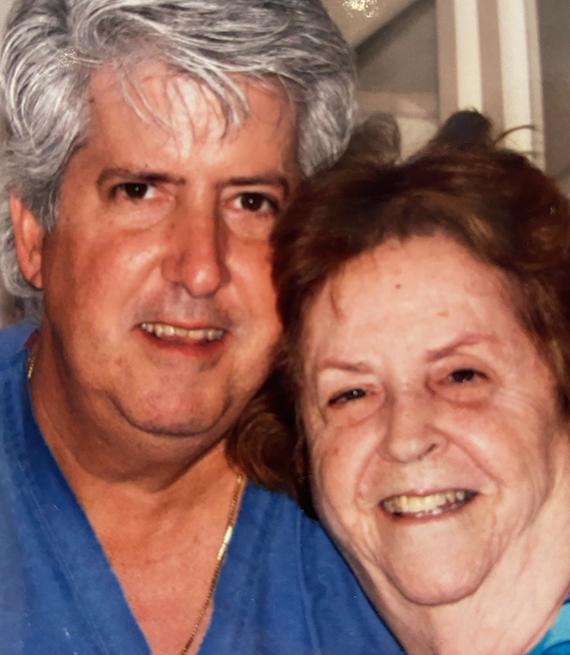 El Dr. Perez y su madre