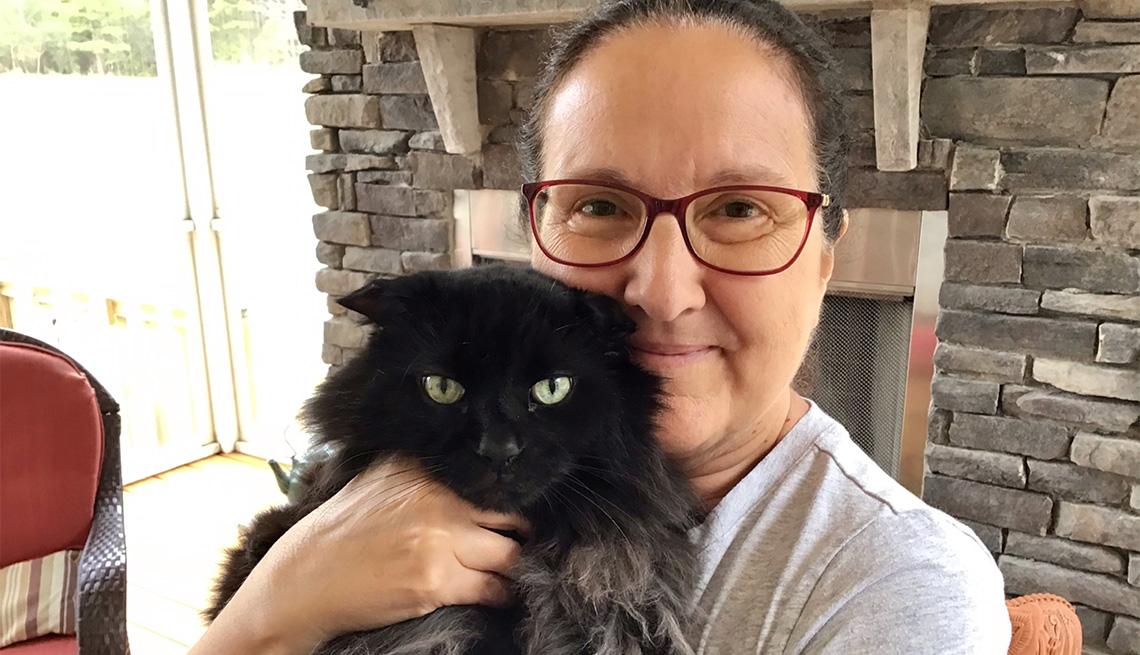 Barbara Hengstenberg and her pet cat