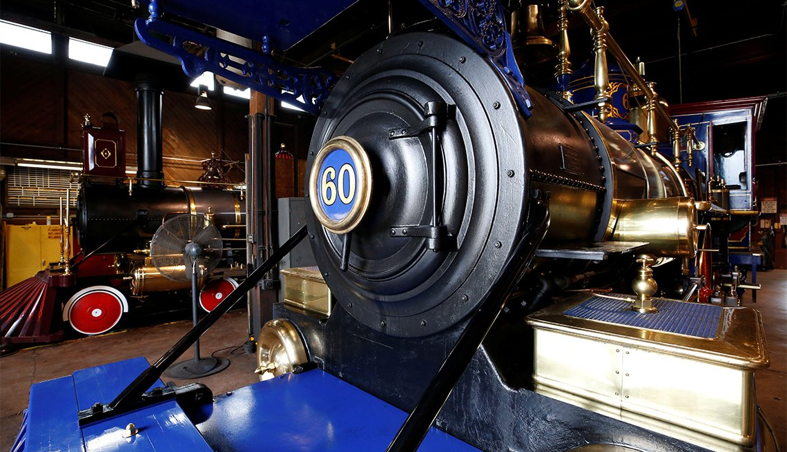 Replicas of the historic Jupiter and Number 119 steam engines