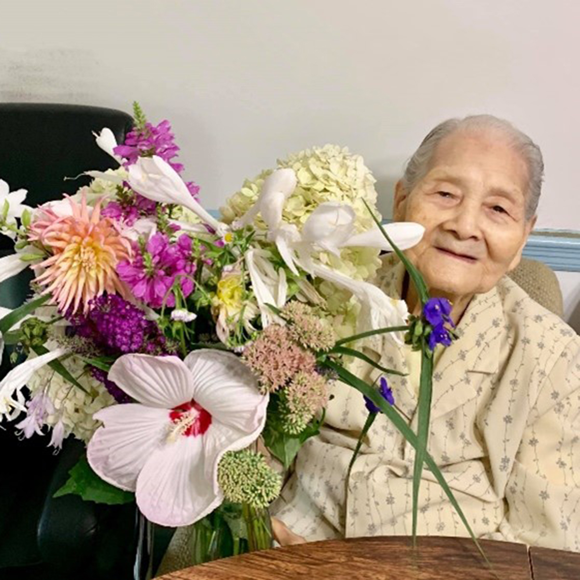 hoa feng then with a bouquet of flowers