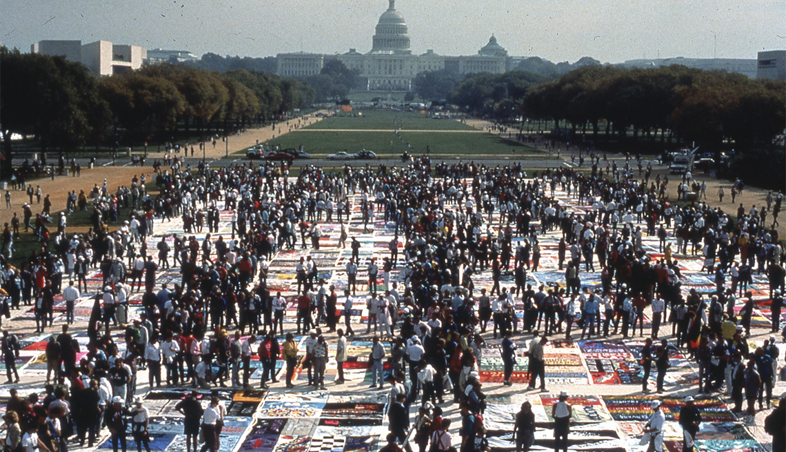 The AIDS Memorial Quilt spans across the entire National Mall in October 1996. (