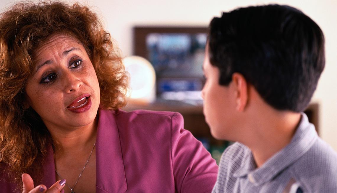 Madre habla con su hijo