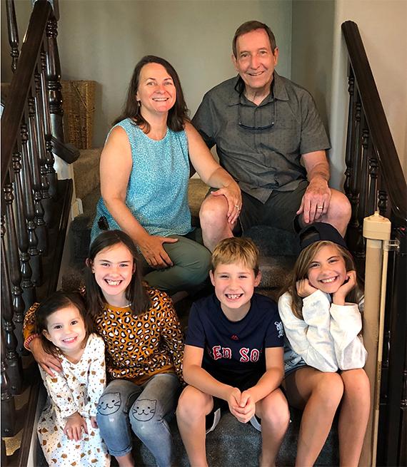 Jackie Dishner y sus nietos