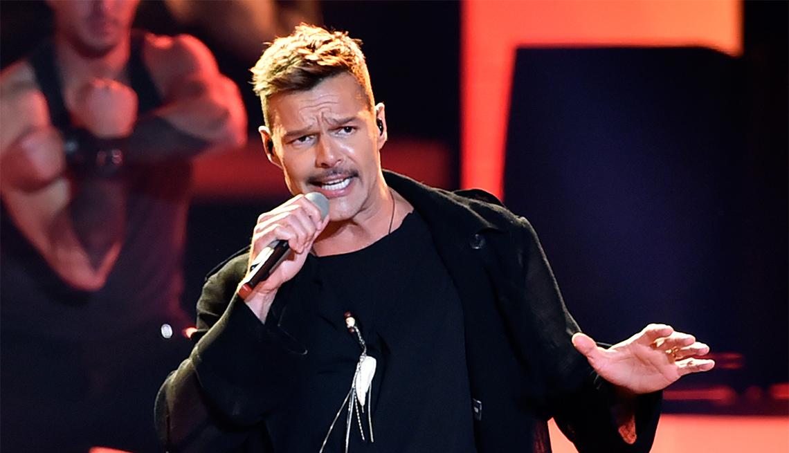 Ricky Martin canta en el escenario
