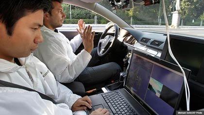 Dos investigadores en un auto sin conductor - Lo que usted necesita saber acerca de coches sin conductor