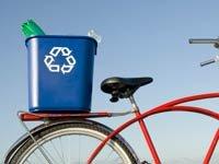 Papelera de reciclaje en una bicicleta