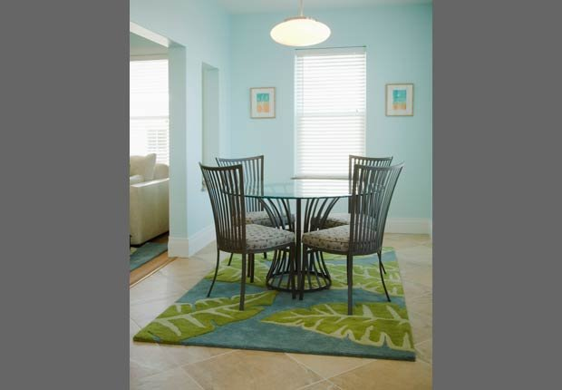 Mesas redondas - Decorar espacios pequeños con familias grandes