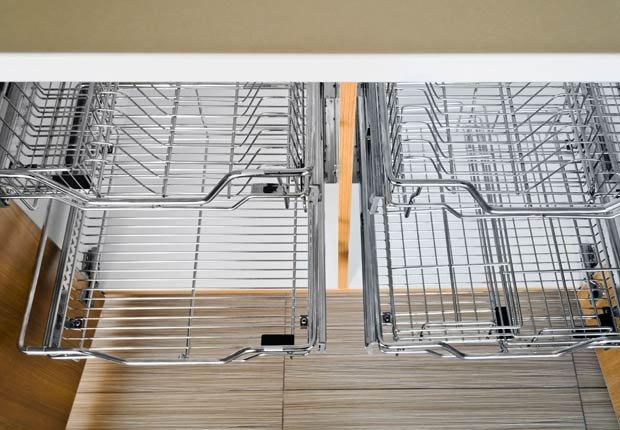 Cestas metálicas para organizar sus ollas - Organice su cocina