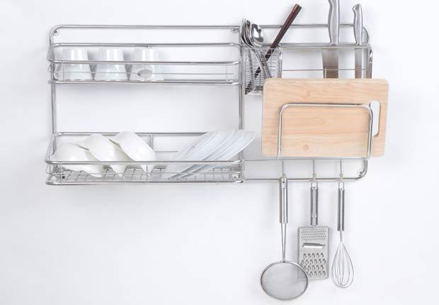 Utilice un estante para organizar platos, tapas y otros utensilios en la cocina - Organice su cocina