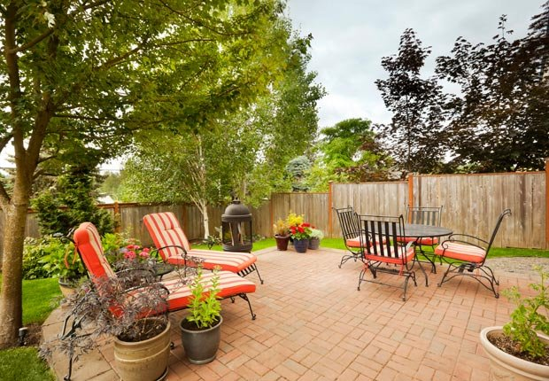 Muebles de jardín y plantas en el patio trasero, Pasos para preparar su hogar para huracanes