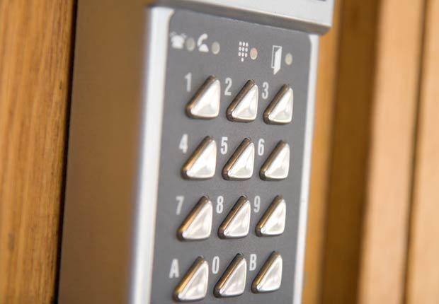 La combinación de una llave de una puerta, 10 artefactos para maximizar la seguridad en el hogar