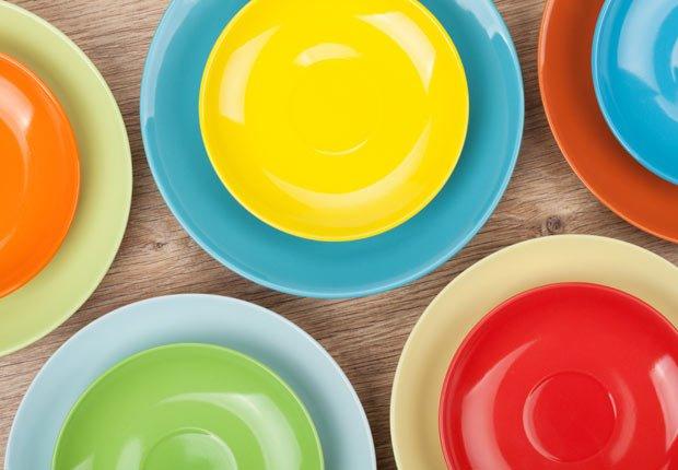 Platos de colores - Arregle el espacio exterior de su casa