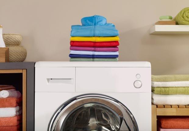 Ropa sobre una lavadora - Consejos de decoración para el hogar cuando se esta de vuelta a la escuela
