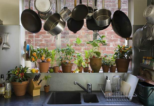 Maneras de decorar espacios pequeños - Estante para las ollas