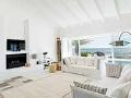 Claves para reflejar el estilo minimalista en tu hogar - Paredes blancas