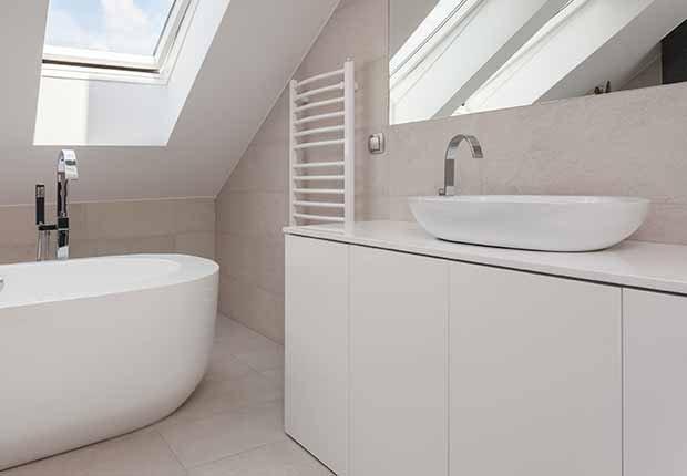 Claves para reflejar el estilo minimalista en tu hogar - Gabinetes de baño