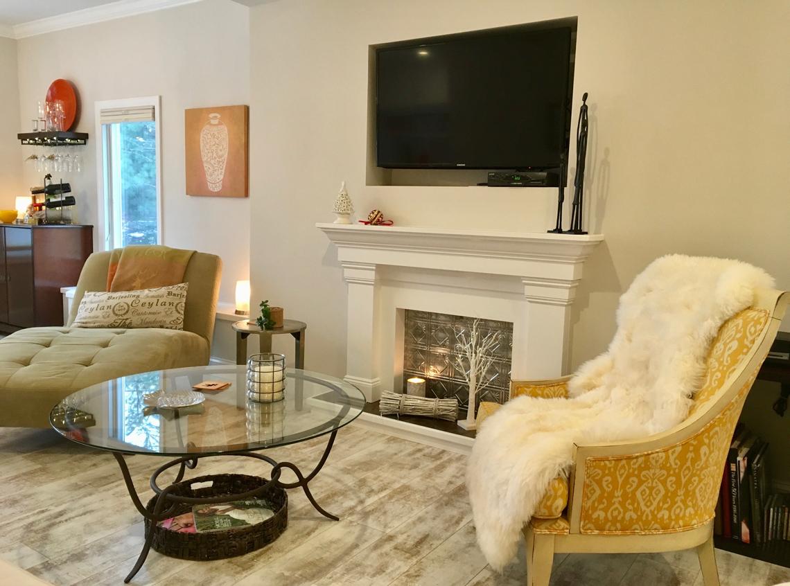 Sala interior con televisión