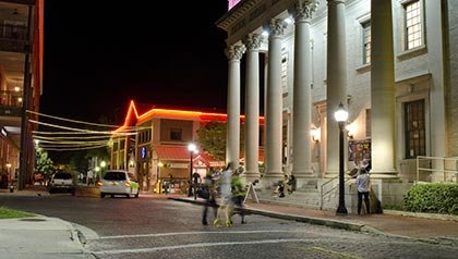 Los 10 mejores lugares para vivir por menos de $ 100 al día - El estado de Hippodrome Theatre es el ancla emblemático en el centro de Gainesville, Florida