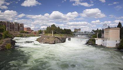 Los 10 mejores lugares para vivir por menos de $ 100 al día - Puente de enlaces Riverfront Park y Canadá Isla, Spokane, Washington