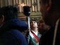 Una antorcha que ha sido traída a través de relevos desde Ciudad de México a Nueva York llega a la catedral de San Patricio