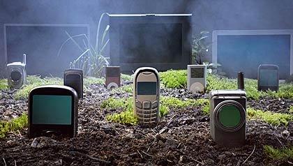 Teléfonos celulares en un cementerio - Tapar las fugas eléctricas ahorra dinero y el medio ambiente