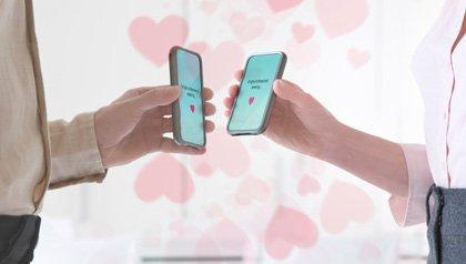 Texto para citas amorosas en dispositivos móviles - El papel de aplicaciones, GPS, y la fotografía digital en citas en amorosas en línea