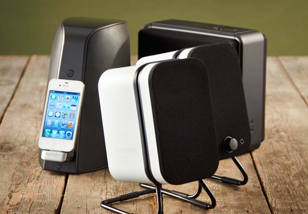 iPhone con parlantes portátiles