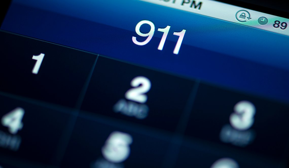 iphone screen making 911 call