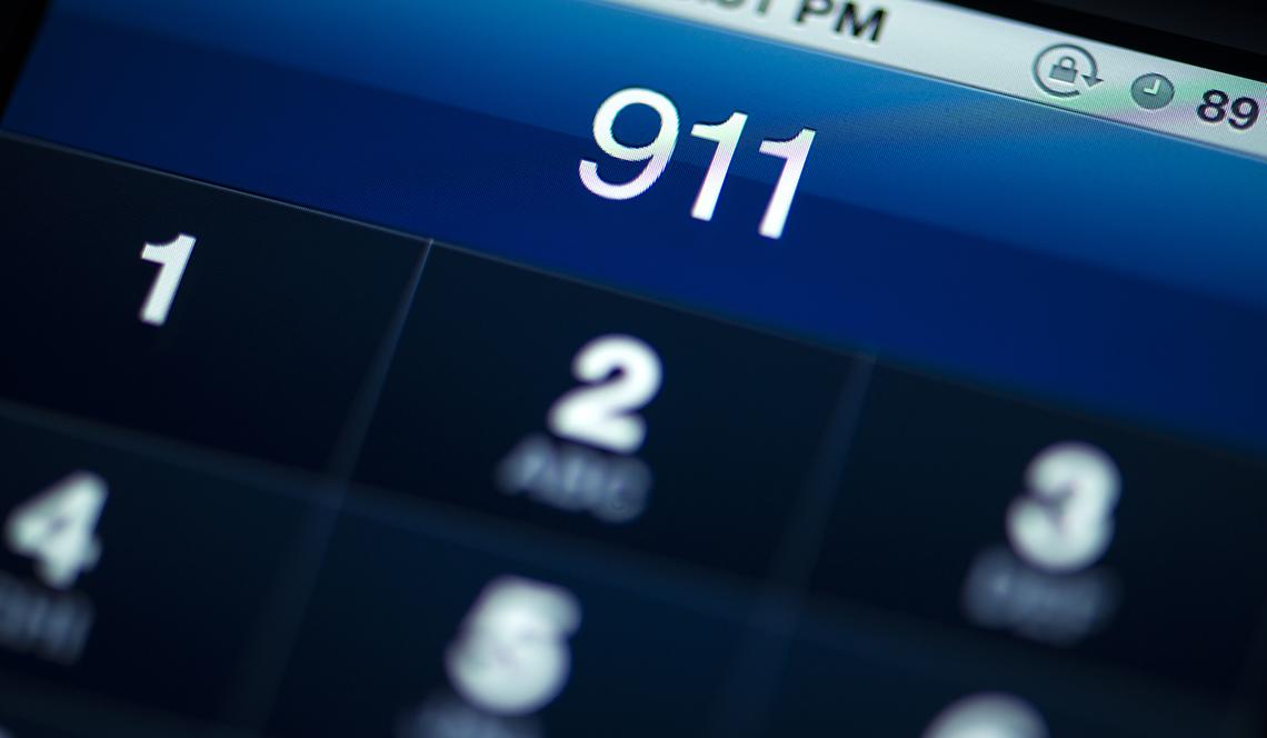 iphone screen making 911 call