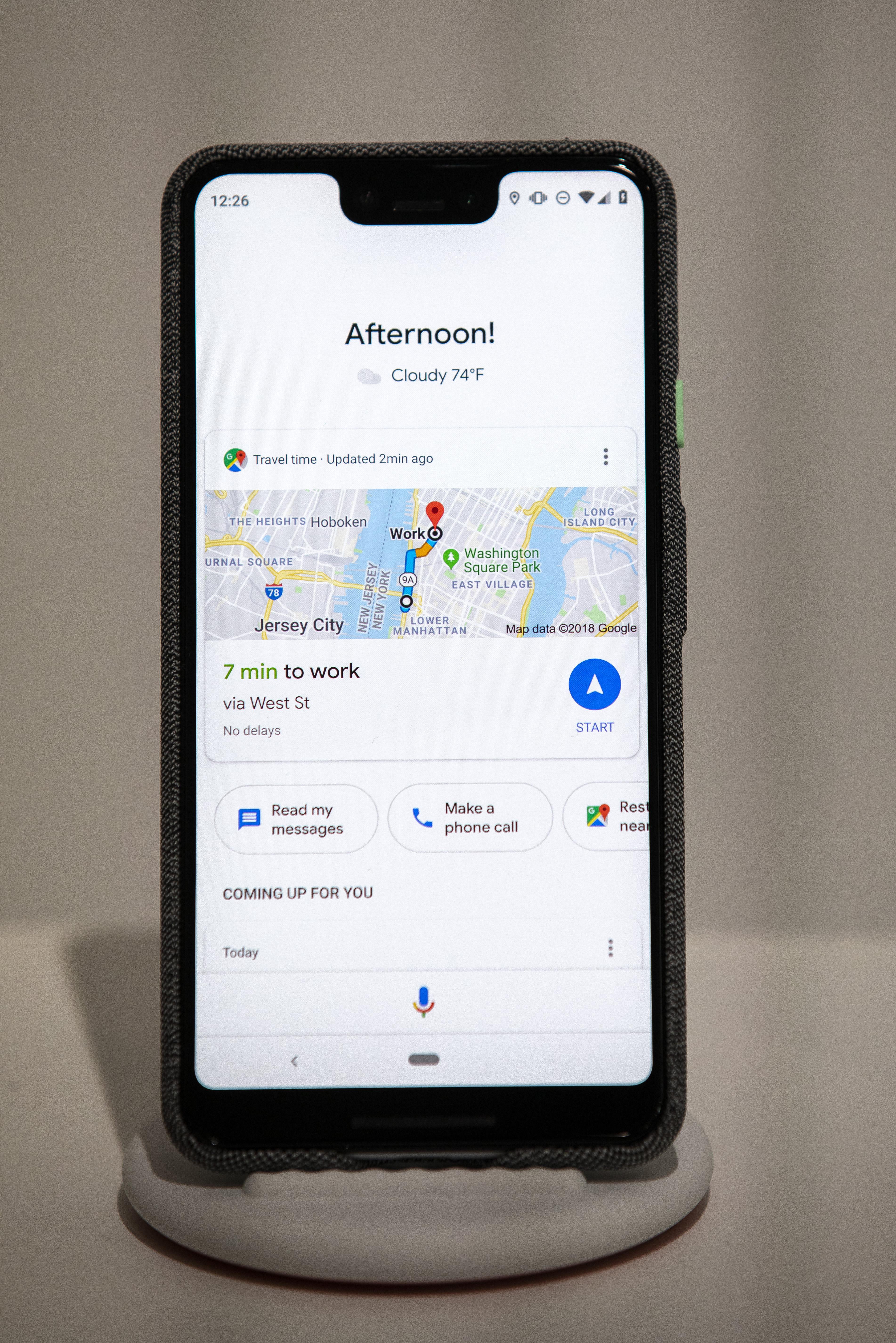 Una imagen del teléfono inteligente Google Pixel 3 XL que muestra tareas como hora de trabajar leer mis mensajes y más